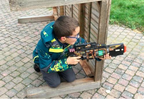 Laser game enfant à l'extérieur